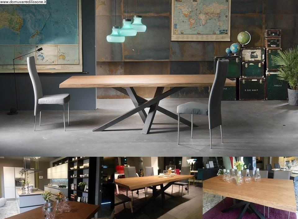 tavolo in legno scortecciato modello Shangai prodotto da Riflessi